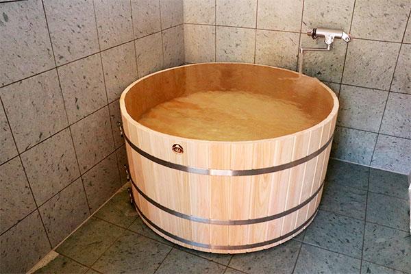 富士ひのきの樽風呂